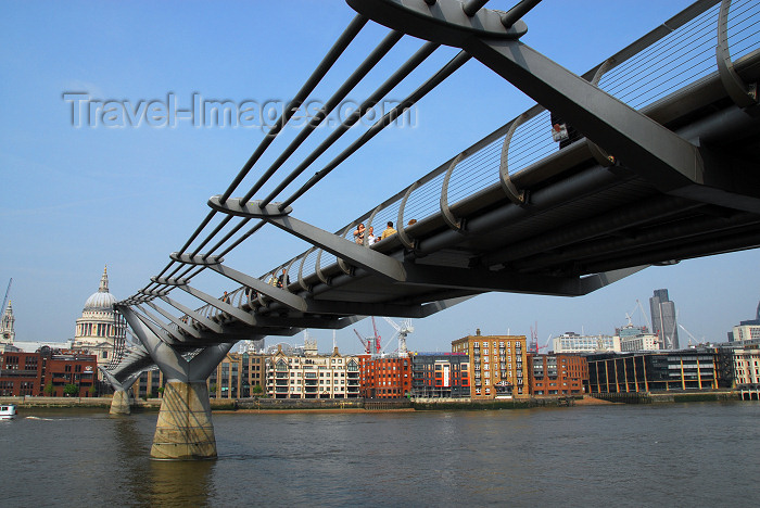 england160: London: Millenium bridge and St Pauls Cathedral - pedestrian steel suspension bridge crossing the River Thames - designed by Arup, Foster and Partners and Sir Anthony Caro - photo by M.Torres - (c) Travel-Images.com - Stock Photography agency - Image Bank