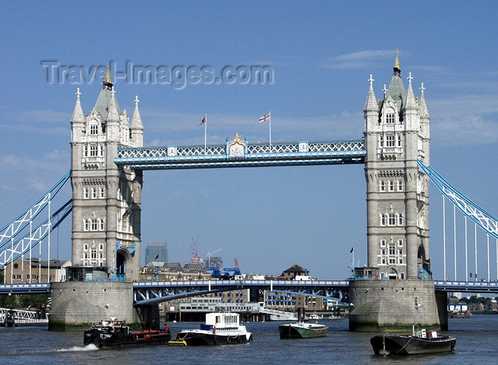 england164: London: Tower bridge - river traffic - Thames - photo by K.White - (c) Travel-Images.com - Stock Photography agency - Image Bank