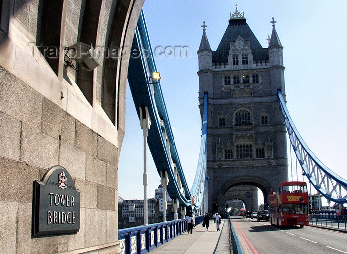 england165: London: crossing Tower bridge - photo by K.White - (c) Travel-Images.com - Stock Photography agency - Image Bank