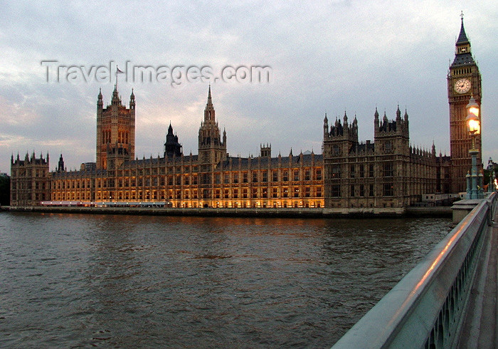 england173: London: Houses of Parliament - at dusk - from Westminster Bridge - photo by K.White - (c) Travel-Images.com - Stock Photography agency - Image Bank