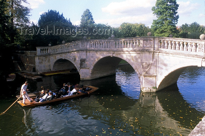 england175: England (UK) - Cambridge  (Cambridgeshire): Cambridge: punting on the river Cam - bridge - photo by A.Sen - (c) Travel-Images.com - Stock Photography agency - Image Bank