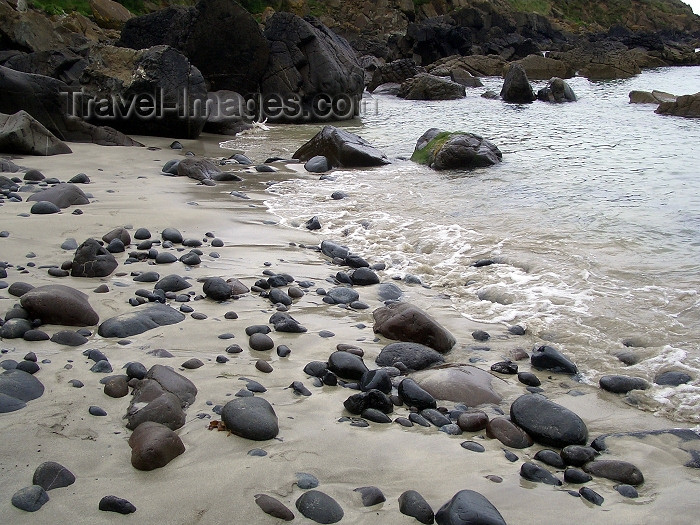 england183: England - Cornwall: pebbles on the beach (photo by Chloe Severn) - (c) Travel-Images.com - Stock Photography agency - Image Bank