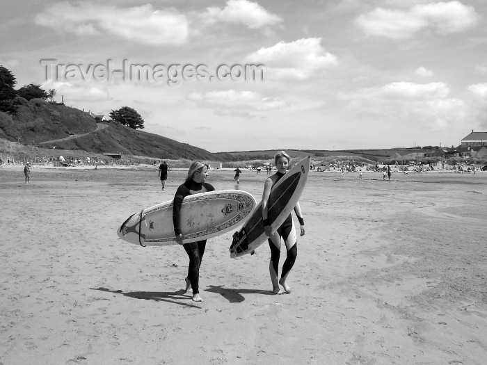 england184: England - Pholdu cove - Cornwall: surfers with full gear (photo by Chloe Severn) - (c) Travel-Images.com - Stock Photography agency - Image Bank
