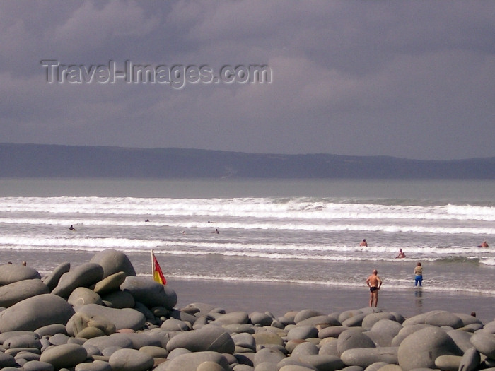 england186: England - Cornwall: beach scene (photo by Chloe Severn) - (c) Travel-Images.com - Stock Photography agency - Image Bank