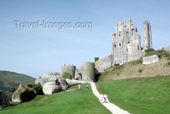 england189: England - Purbeck district (Dorset county): Corfe Castle - dismantled by Parliamentary forces in 1646 - photo by R.Eime - (c) Travel-Images.com - Stock Photography agency - Image Bank
