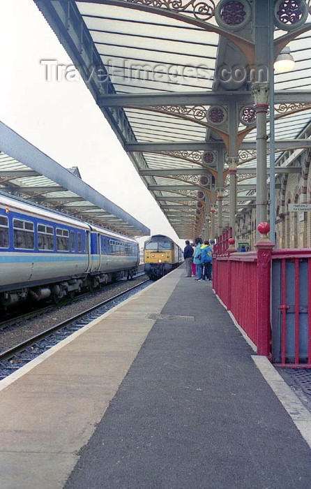 england193: Warrington, Cheshire, England, UK: trains at the Central Station - photo by D.Jackson - (c) Travel-Images.com - Stock Photography agency - Image Bank