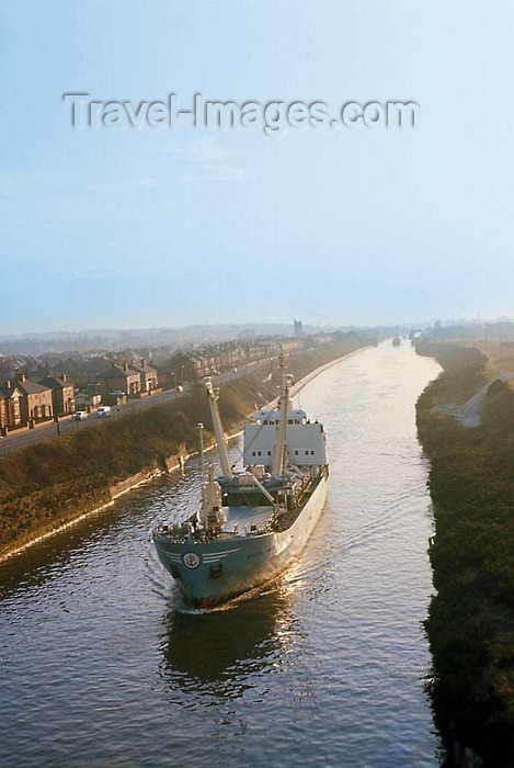 england195: Warrington, Cheshire, England, UK: Manchester Ship Canal - the 'Big Ditch' allows navigation from Salford till the Irish sea, using the Irwell and Mersey rivers - photo by D.Jackson - (c) Travel-Images.com - Stock Photography agency - Image Bank