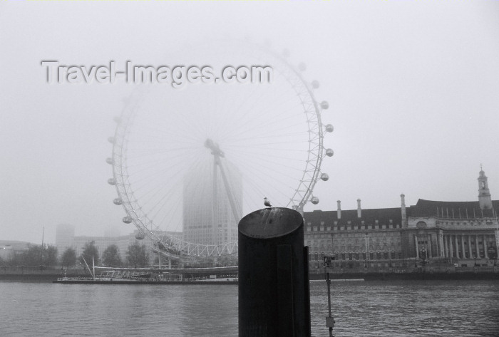 england197: London: London Eye in the mist - Black and White image - photo by C.Ariav - (c) Travel-Images.com - Stock Photography agency - Image Bank