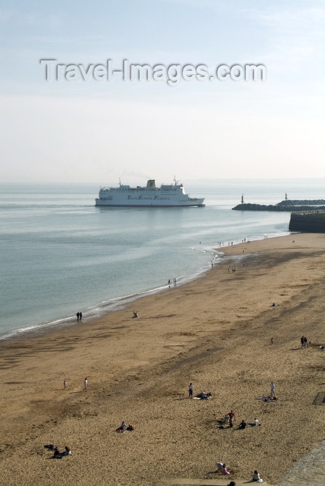 england202: England (UK) - Ramsgate (Kent): the Primrose approaches the port - channel ferry - Trans Europa Ferries - Isle of Thanet - photo by K.White - (c) Travel-Images.com - Stock Photography agency - Image Bank