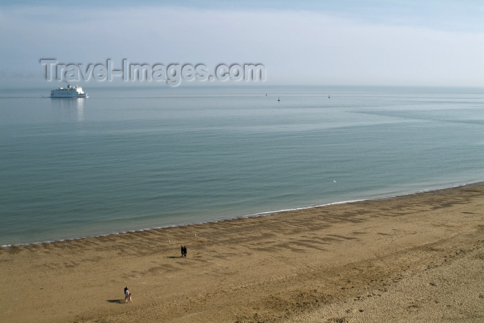 england203: England (UK) - Ramsgate (Kent): beach and ferry - Trans Europa Ferries - Primrose - Isle of Thanet - photo by K.White - (c) Travel-Images.com - Stock Photography agency - Image Bank