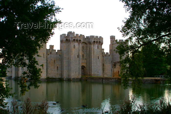 england204: Robertsbridge, East Sussex, South Eeast England, UK: Bodiam castle and the moat - photo by K.White - (c) Travel-Images.com - Stock Photography agency - Image Bank