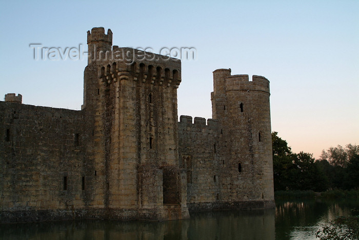 england205: Robertsbridge, East Sussex, South Eeast England, UK: Bodiam castle, built in 1385 by Sir Edward Dalyngrigge - photo by K.White - (c) Travel-Images.com - Stock Photography agency - Image Bank