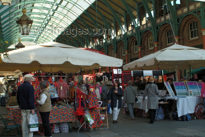 england215: England - London: Covent garden market - apple sellers - Camden - photo by K.White - (c) Travel-Images.com - Stock Photography agency - Image Bank