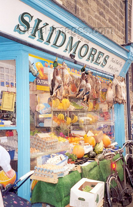england22: Bakewell - Peak District, Derbyshire, England (UK): groceries and game - Skidmores - Matlock Street - photo by M.Torres - (c) Travel-Images.com - Stock Photography agency - Image Bank