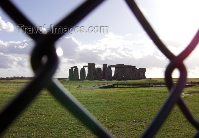 england232: Stonehenge (Wiltshire):  through the fence (photo by Kevin White) - (c) Travel-Images.com - Stock Photography agency - Image Bank