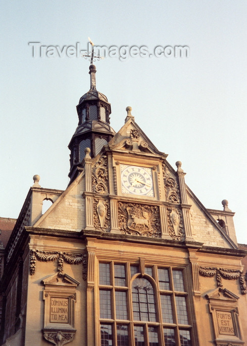 england237: England (UK) - Oxford (Oxfordshire): gable - Oxford University's moto 'Dominus illuminatio mea'  (Psalm 27) and the city's motto 'Fortis est veritas' - photo by M.Torres - (c) Travel-Images.com - Stock Photography agency - Image Bank
