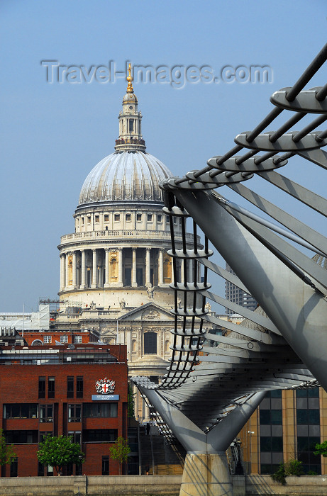 england240: England - UK - London: St Paul's Cathedral and Millenium bridge over the Thames, designed by  Arup, Foster and Partners and Sir Anthony Caro - photo by M.Torres - (c) Travel-Images.com - Stock Photography agency - Image Bank