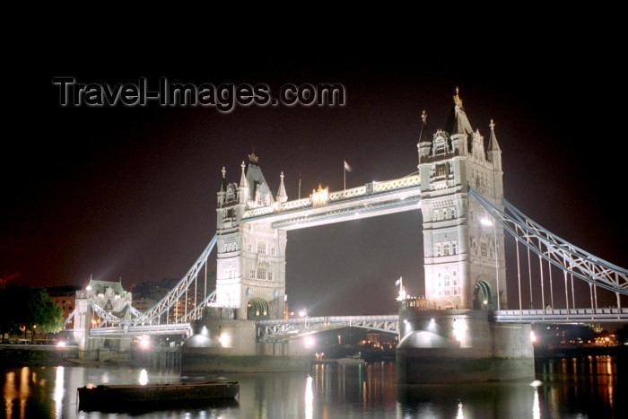 england243: London: Tower bridge and the Thames River - nocturnal - photo by M.Bergsma - (c) Travel-Images.com - Stock Photography agency - Image Bank