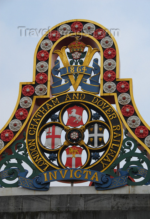 england248: London: invicta - London Chatham and Dover Railway sign - remains of the old Blackfriars Railway Bridge - photo by M.Torres - (c) Travel-Images.com - Stock Photography agency - Image Bank