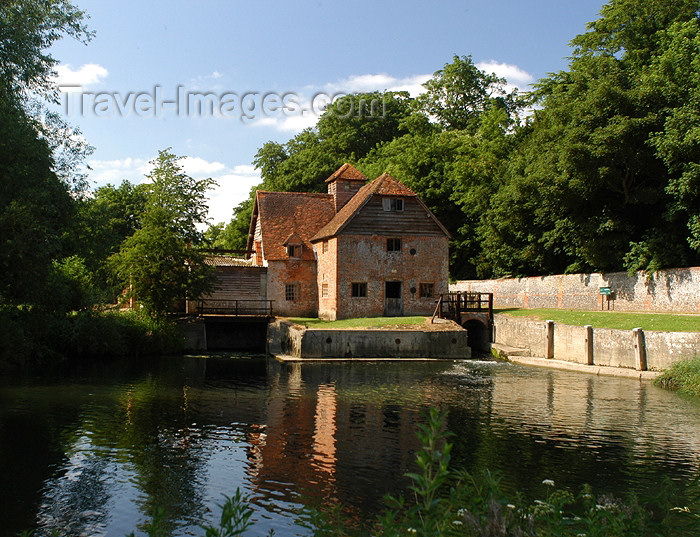 england275: Mapledurham, Oxfordshire, South East England, UK: watermill - Mapledurham Estate - built at the time of the Spanish Armada - photo by T.Marshall - (c) Travel-Images.com - Stock Photography agency - Image Bank