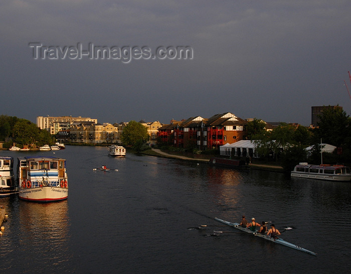 england276: England (UK) - Berkshire: the Thames river - rowers - photo by T.Marshall - (c) Travel-Images.com - Stock Photography agency - Image Bank