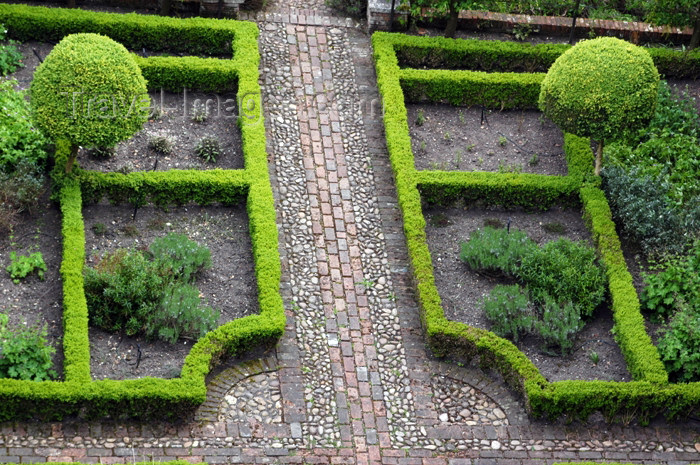england281: England (UK) - Rotherfield Greys (Oxfordshire): Greys Court - garden - The National Trust - photo by T.Marshall - (c) Travel-Images.com - Stock Photography agency - Image Bank