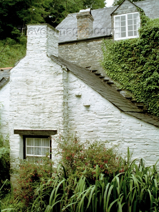 england285: England - Boscastle (Cornwall): Cornish cottage - chimney (photo by T.Marshall) - (c) Travel-Images.com - Stock Photography agency - Image Bank