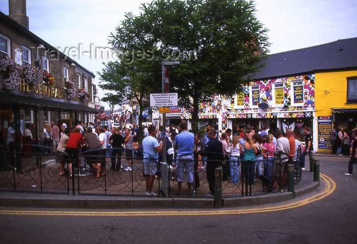 england294: England - Newquay - Cornwall: drinking outside - patrons outside pubs (photo by T.Brown) - (c) Travel-Images.com - Stock Photography agency - Image Bank