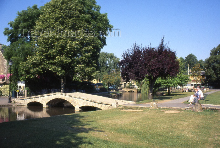 england306: England (UK) - Bourton-on-the-Water (Gloucestershire): summer in the Venice of the Cotswolds - photo by T.Brown - (c) Travel-Images.com - Stock Photography agency - Image Bank