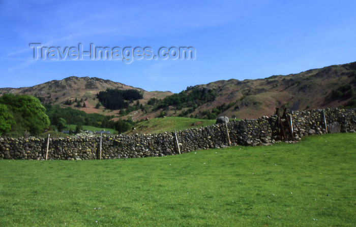 england318: England (UK) - Borrowdale - Lake District - Cumbria: stone wall (photo by T.Brown) - (c) Travel-Images.com - Stock Photography agency - Image Bank
