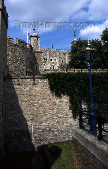 england326: London: tower of London - lamp and walls - London Borough of Tower Hamlets - UNESCO World Heritage Site - photo by T.Brown - (c) Travel-Images.com - Stock Photography agency - Image Bank