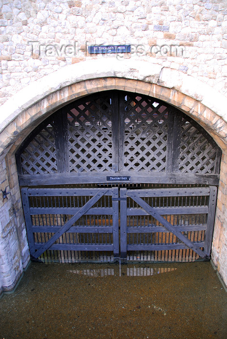 england327: England - London: tower of London - Traitors' gate - Saint Thomas tower - photo by  M.Torres - (c) Travel-Images.com - Stock Photography agency - Image Bank