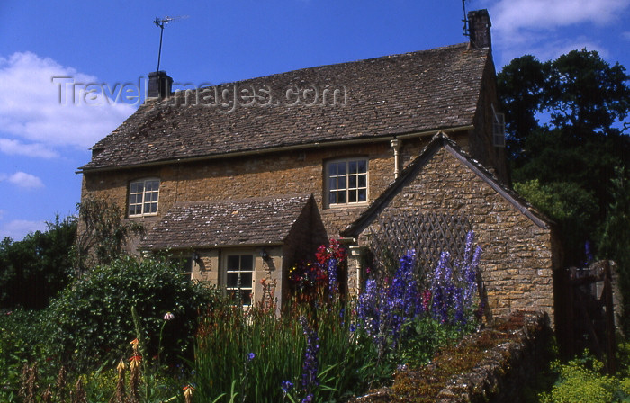 england335: England (UK) - Upper Slaughter (Gloucestershire): cottage - Cotswolds - photo by T.Brown - (c) Travel-Images.com - Stock Photography agency - Image Bank