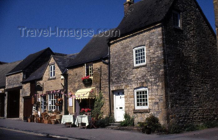 england338: England (UK) - Stow-on-the-Wold (Gloucestershire): stone façades - photo by T.Brown - (c) Travel-Images.com - Stock Photography agency - Image Bank