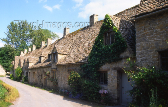 england340: England (UK) - Bibury (Gloucestershire): Arlington row - Cotswolds - photo by T.Brown - (c) Travel-Images.com - Stock Photography agency - Image Bank