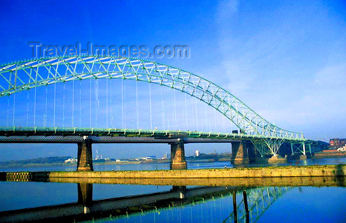 england346: UK - England - Runcorn: Runcorn-Widnes Road Bridge - The Silver Jubilee Bridge - seen from the Promenade - photo by D.Jackson - (c) Travel-Images.com - Stock Photography agency - Image Bank