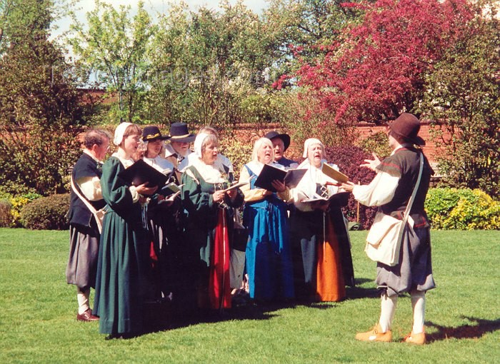 england35: England (UK) - Stratford-upon-Avon (Warwick county): choral Music in the park - photo by M.Torres - (c) Travel-Images.com - Stock Photography agency - Image Bank