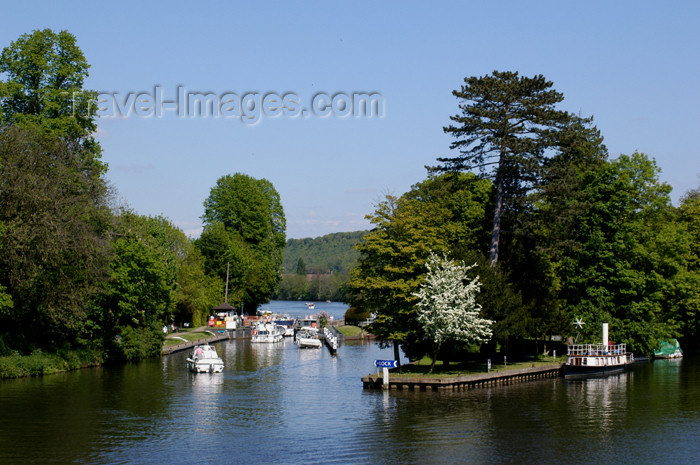 england351: Marlow, Buckinghamshire, South East England, UK:- River Thames - Temple Lock - photo by T.Marshall - (c) Travel-Images.com - Stock Photography agency - Image Bank