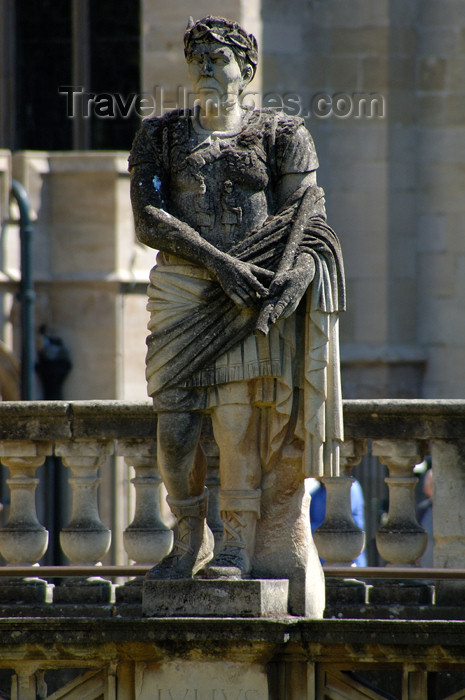england368: England - Bath (Somerset county - Avon): Statue of a Roman man at the Roman Baths - photo by C. McEachern - (c) Travel-Images.com - Stock Photography agency - Image Bank