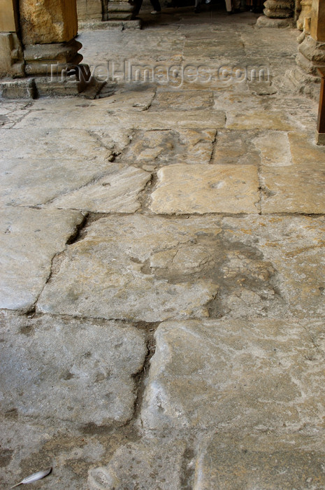 england371: England - Bath (Somerset county - Avon): Stone walkway at the Roman Baths - photo by C. McEachern - (c) Travel-Images.com - Stock Photography agency - Image Bank