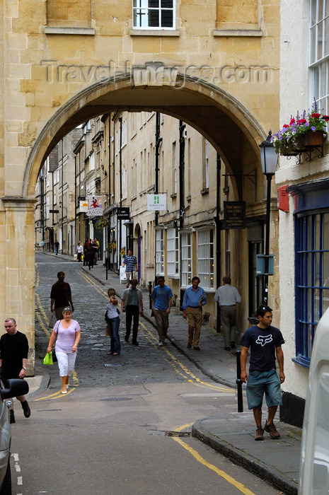 england377: England - Bath (Somerset county - Avon): street Scene - arch - photo by C. McEachern - (c) Travel-Images.com - Stock Photography agency - Image Bank