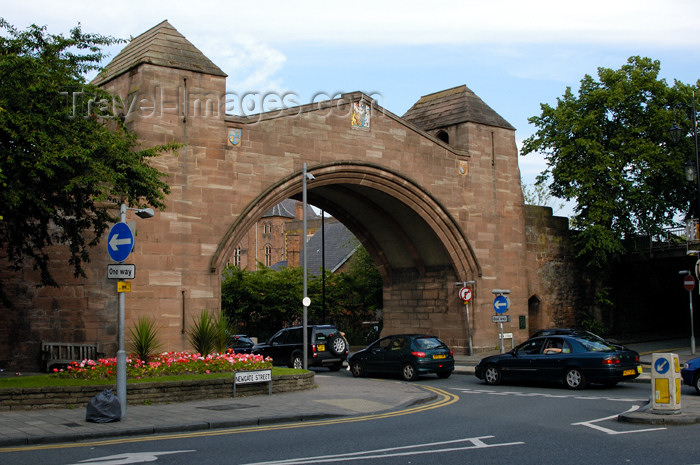 england391: Chester (Cheshire): Newgate, part of the wall surrounding the City - photo by C.McEachern - (c) Travel-Images.com - Stock Photography agency - Image Bank