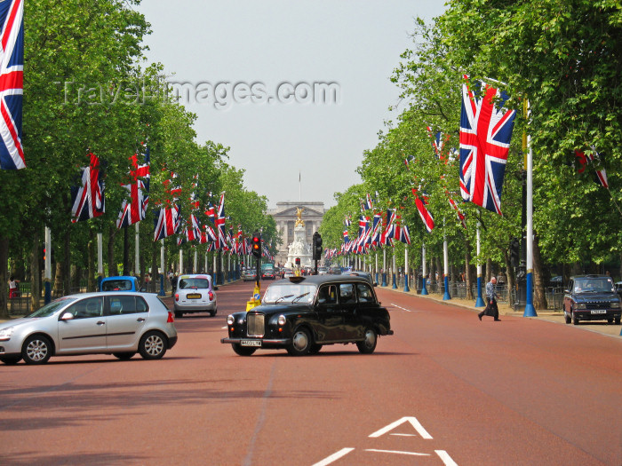 england403: England - London: the Mall - photo by D.Hicks - (c) Travel-Images.com - Stock Photography agency - Image Bank