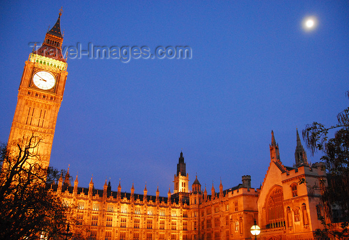 england440: London: Houses of Parliament and the moon - western façade - St Margaret's street - photo by  M.Torres / Travel-Images.com - (c) Travel-Images.com - Stock Photography agency - Image Bank