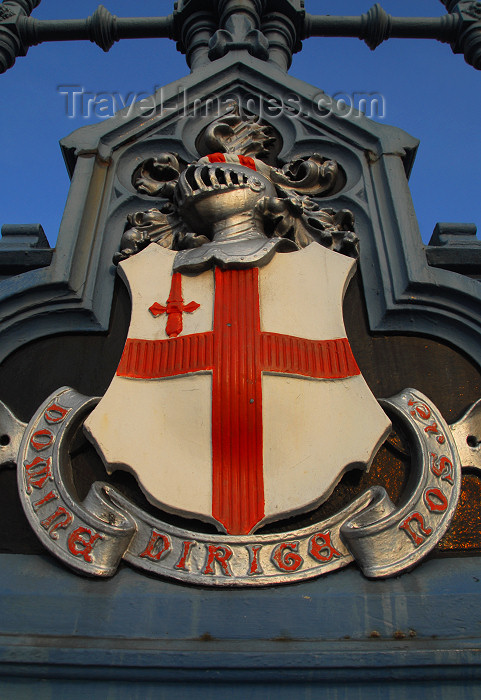 england463: London: Tower bridge - London coat of arms - photo by M.Torres - (c) Travel-Images.com - Stock Photography agency - Image Bank