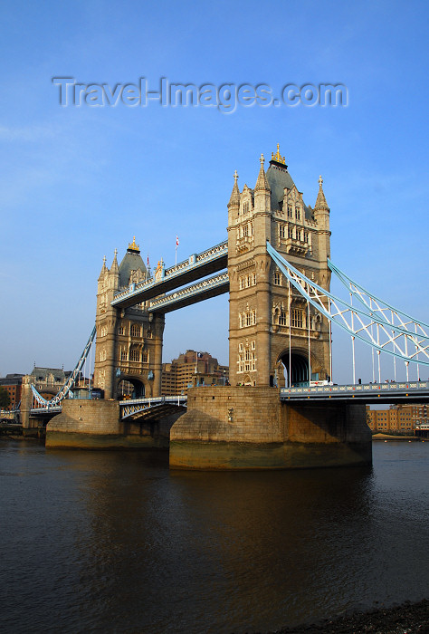 england470: London: Tower bridge - combined bascule and suspension bridge - photo by M.Torres - (c) Travel-Images.com - Stock Photography agency - Image Bank