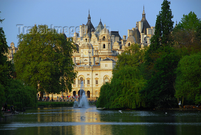 england473: London: St James park - pond and Whitehall - photo by Miguel Torres - (c) Travel-Images.com - Stock Photography agency - Image Bank