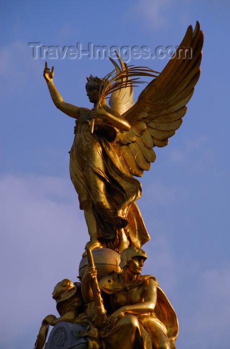 London Angel Of Victory At Queen Victoria Memorial Queen 39 S Gardens In Front Of Buckingham