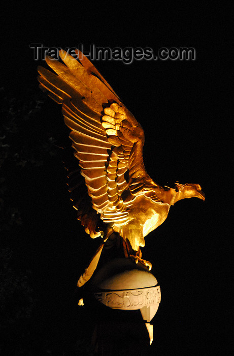 england486: London: golden eagle - RAF memorial - Victoria Embankment, Westminster - photo by M.Torres / Travel-Images.com - (c) Travel-Images.com - Stock Photography agency - Image Bank