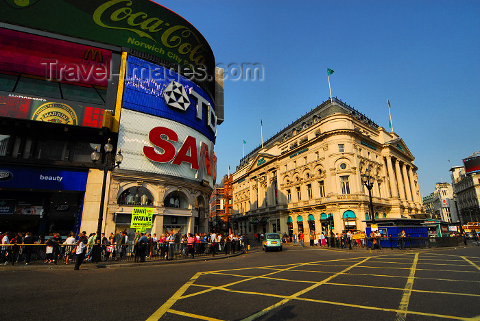 england492: London: neon signs and London Pavilion - Entrance to Shaftesbury Avenue - Piccadilly Circus - photo by M.Torres - (c) Travel-Images.com - Stock Photography agency - Image Bank